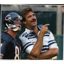 1993 Press Photo Bears football's Tom Waddle listens to Coach Dave Wannstedt