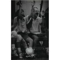 1993 Press Photo Volleyball coach Fred Baxter & Traci Pfannenstiel cheer team