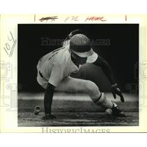 1988 Press Photo San Antonio Missions baseball player Manny Francois in action