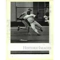 1988 Press Photo San Antonio Missions baseball player Louis Lopez is tagged out