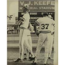Press Photo San Antonio baseball player Larry Anderson and manager Woody Smith