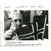 1993 Press Photo Finn Jacobsen holds Norwegian flag for Olympics - nob41186