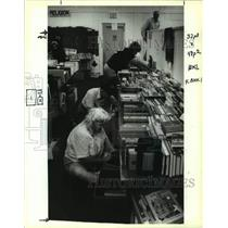 1993 Press Photo Jefferson Parish Library book sale at Clearview Shopping Center