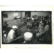 1992 Press Photo Vince Dardar & Grayhawk Perkins drum for dance practice.