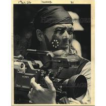 1993 Press Photo Greyhawk Perkins, Houma Choctaw Indian videotapes Pow Wow.