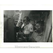 1994 Press Photo Pilot Donald Harris prepares Brandon Garibaldi's airplane ride