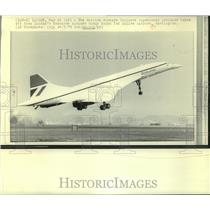 1976 Press Photo The British Airways Concorde supersonic jetliner leaves London