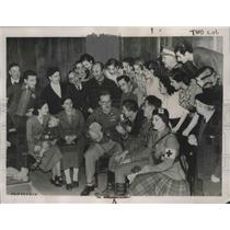 1936 Press Photo British refugees during an unplanned concert in the Embassy