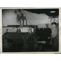 1945 Press Photo Student at controls of an trainer tank at South Bend Indiana