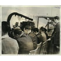 """1942 Press Photo Boeing Aircraft Company """"flight crew"""" busy at engine tests room"""