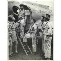1942 Press Photo American Army Fliers enter plane for air raid against enemies