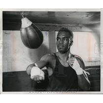 1954 Press Photo Promising young professional boxer, Norman Johnson - mjt03021