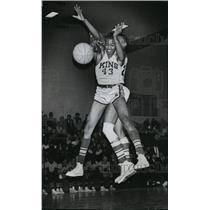 1964 Press Photo Rufus King High School basketball's Sam Shell jumps for rebound