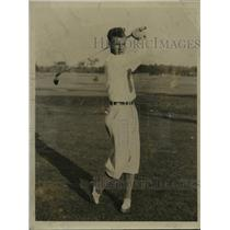1934 Press Photo Wilford Wehrle, Milwaukee amateur golfer, hits a ball