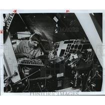 1979 Press Photo Man works on helicopter equipment - hca28207