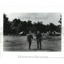 1991 Press Photo Men at scene of U.S. Army helicopter hard landing in Texas