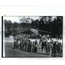 1992 Press Photo School kids line up to see helicopter - hca28042