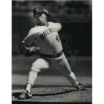 1989 Press Photo Milwaukee Brewers pitcher Teddy Higuera in baseball action