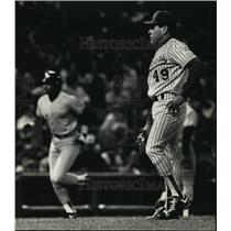 1990 Press Photo Brewers baseball's Teddy Higuera during game with the Yankees
