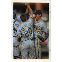 1992 Press Photo Brewers Pitcher Cal Eldred congratulated by Kevin Seitzer