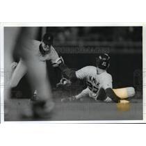 1993 Press Photo Brewers baseball's Joe Kmak slides under tag by Travis Fryman
