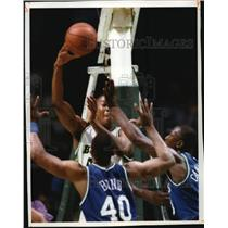 1993 Press Photo Bucks basketball's Anthony Avent doubled up by Mavs players