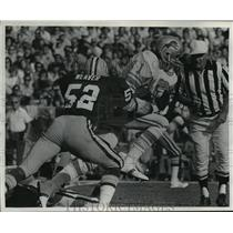 1975 Press Photo Green Bay Packers football player, Gary Weaver, in action