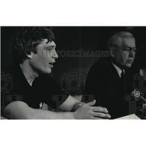 1985 Press Photo Olympic wrestling gold medalist, Jeff Blatnick, at War Memorial