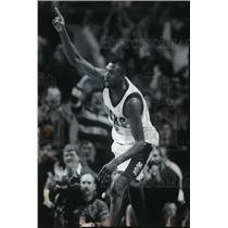 1994 Press Photo Milwaukee Bucks basketball rookie, Vin Baker - mjt02486