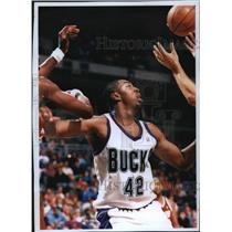 1994 Press Photo Milwaukee Bucks basketball player, Vin Baker, in action
