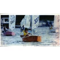 1993 Press Photo Colin Entrikin races on his boat during a Wisconsin regatta
