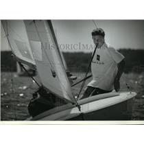 1993 Press Photo Zak Fanberg And Jack Fahden Race Sailboat On Pewaukee Lake