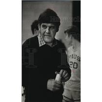 1982 Press Photo Pius XI basketball coach, Joe Buneta paces the sidelines