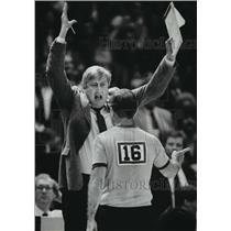 1983 Press Photo Bucks' basketball's John Killilea protests to Ref. Wally Rooney