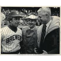 1984 Press Photo Brewers baseball manager, Gene Lachemnn Gov. Earl and Jim Moody