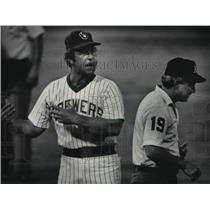 1984 Press Photo Brewers baseball's Rene Lachemann argues with Umpire Garcia