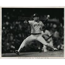 1988 Press Photo Milwaukee Brewers baseball pitcher, Teddy Higuera, in action