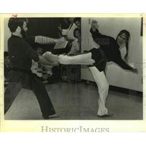 1983 Press Photo Karate black belt Tammy Toombs in mid-kick - sas16192