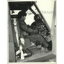 1977 Press Photo Bob Nevins, in cockpit - tua13358