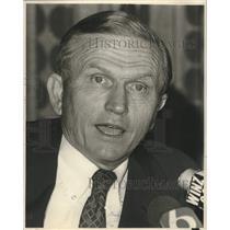 1981 Press Photo Colonel Frank Borman announced New Employment Plan - lrx04757