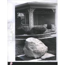 1976 Press Photo Pet Stones House Decoration