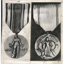 1947 Press Photo World War Victory Service Medal Defenc - RRW37365