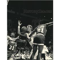 1988 Press Photo Indiana Pacers combine to take ball from Buck player Jack Simka