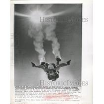 1963 Press Photo Navy Parachutist With Smoke Grenades On Feet In Sunny Sky