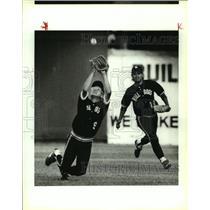 1990 Press Photo La Pryor baseball players Adrian Gonzales and Roy Trevino
