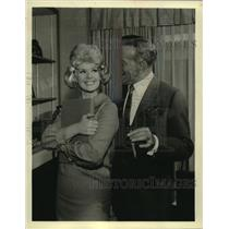 """1964 Press Photo George Burns & Connie Stevens star in """"Wendy and Me"""""""
