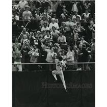 1982 Press Photo Fans, player reach for baseball during Milwaukee Brewers game