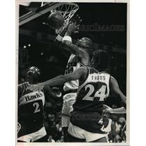1988 Press Photo Milwaukee Bucks basketball player, Terry Cummings, in action