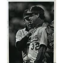 1990 Press Photo Milwaukee Brewers baseball's Tom Trebelhorn & Chuck Crim
