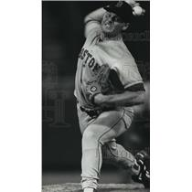 1991 Press Photo Boston Red Sox baseball ace Roger Clemens fires up a pitch